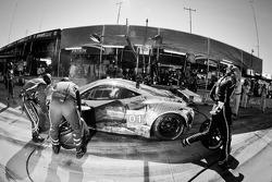 Pit stop for #01 Extreme Speed Motorsports Ferrari F458 Italia: Scott Sharp, Johannes van Overbeek,