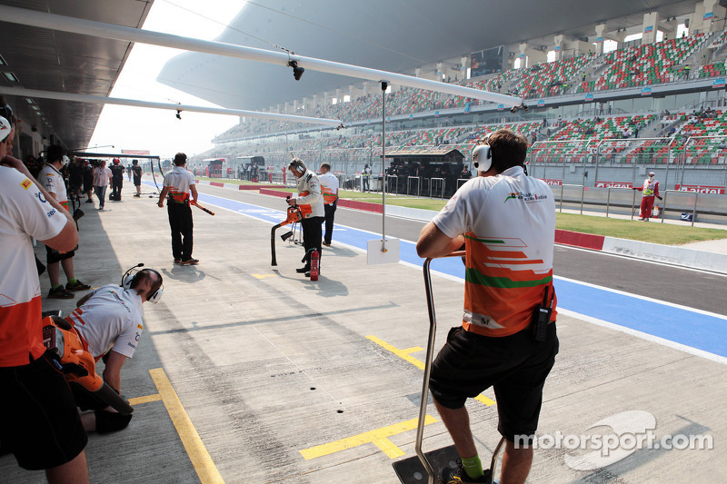 Sahara Force India F1 Team in de pits