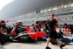 Timo Glock, Marussia F1 Team pit stop