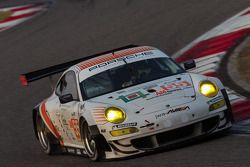 #55 JWA-AVILA Porsche 911 RSR: Joel Camathias, Markus Palttala, Matt Bell