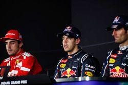 FIA basın toplantısı: Fernando Alonso, Ferrari, 2.; Sebastian Vettel, Red Bull Racing, Yarış galibi;