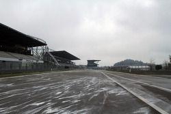 Het circuit in de sneeuw, de race werd geschrapt