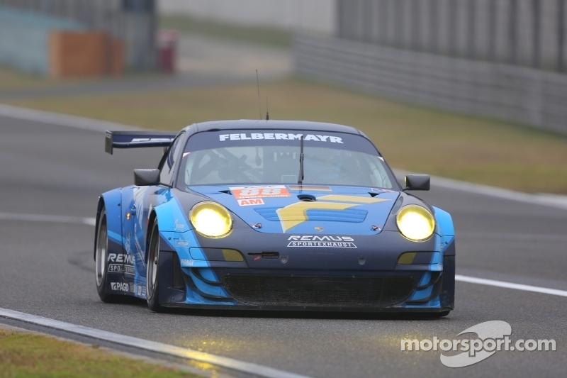 #88 Team Felbermayr-Proton Porsche 911 RSR: Christian Ried, Gianluca Roda, Paolo Ruberti