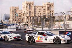 Герд Байзель и Юрг Эберхард. Шоу City Challenge в Баку, воскресная гонка.