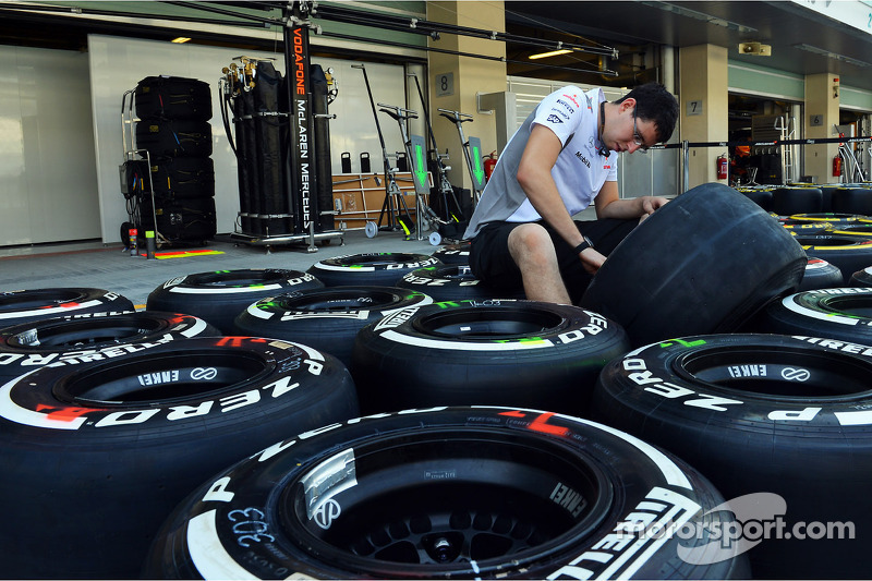 McLaren mechanic prepares Pirelli tyres in the pits