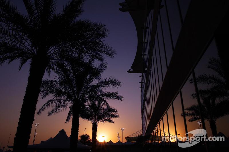 Гран При Абу-Даби в том сезоне вовсе не завершал календарь, а был лишь 18-й гонкой из 20