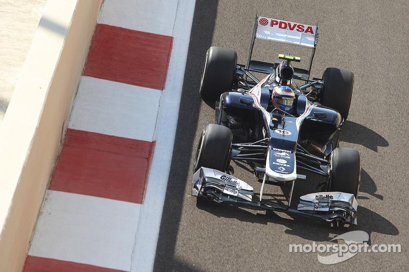 В пятницу утром, когда дневная жара все равно не позволяла собрать данные для квалификации и гонки, многие команды посадили за руль молодых пилотов. Так, за Williams ездил чемпион Формулы 3 Валттери Боттас, показавший девятую скорость