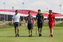 Dean Fiore, Michael Caruso, Rick Kelly en James Courtney golfen in de Yas Country Club
