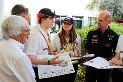 Bernie Ecclestone, CEO Formula One Group, en Adrian Newey, Red Bull Racing Chief Technical Officer m