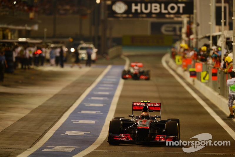 Поул – уже шестой в сезоне – достался Хэмилтону – который на три с лишним десятых опередил другого представителя Red Bull Марка Уэббера