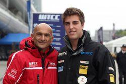 Gabriele Tarquini, SEAT Leon WTCC, Lukoil Racing Team en Pepe Oriola, SEAT Leon WTCC, Tuenti Racing