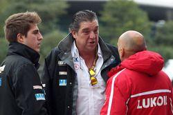 (vlnr) Pepe Oriola, SEAT Leon WTCC, Tuenti Racing Team met zijn vader en Gabriele Tarquini, SEAT Leon WTCC, Lukoil Racing Team