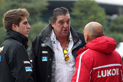 (L-R) Pepe Oriola, SEAT Leon WTCC, Tuenti Racing Team with his father and Gabriele Tarquini, SEAT Leon WTCC, Lukoil Racing Team