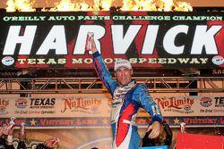 Victory lane: winnaar Kevin Harvick