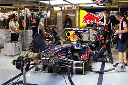 The Red Bull Racing of Sebastian Vettel, Red Bull Racing is worked on in the pits