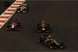 Romain Grosjean, Lotus F1, Sebastian Vettel, Red Bull Racing; Pedro De La Rosa, HRT Formula 1 Team