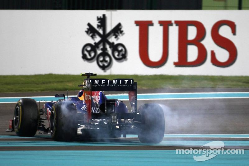…и после контакта Red Bull развернуло. Марк смог поехать дальше, но только седьмым. Феттель, к слову, тем временем уже поднялся на десятое место