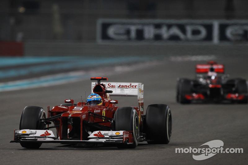Поклонникам Алонсо, для которого все поначалу складывалось так здорово, теперь было не до смеха – до финиша гонщикам предстояло проехать всего 12 кругов, а между их кумиром и его главным соперником остался один лишь Дженсон Баттон. При этом шины на Red Bull были куда свежее, чем у Ferrari с McLaren