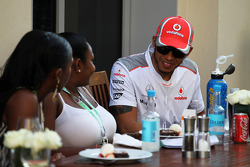 Lewis Hamilton, McLaren con invitados