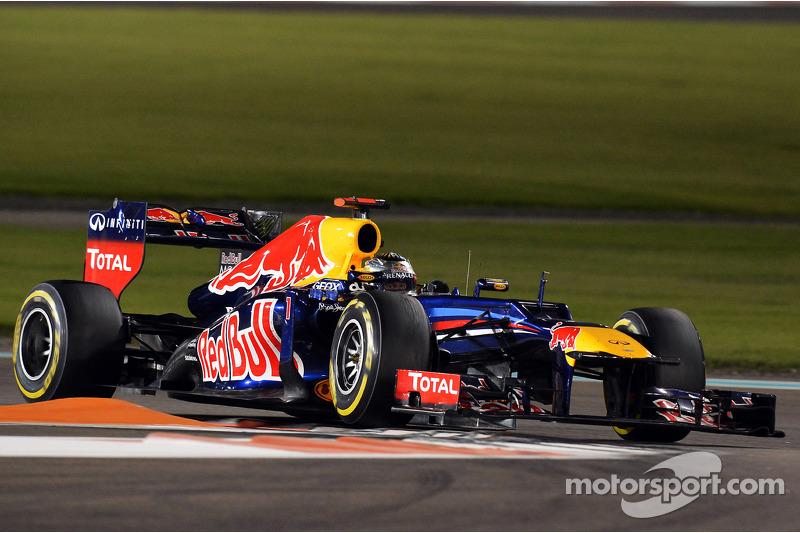 …а Феттель внезапно оказался вторым, всего в паре секунд от лидера. Но было понятно, что мягкие шины на Red Bull точно не выдержат до финиша, и Себу потребуется еще одна остановка