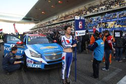 Chica de la Parrilla de Alain Menu, Chevrolet Cruze 1.6T, Chevrolet
