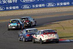 Alberto Cerqui, BMW 320 TC, ROAL Motorsport en Tiago Monteiro, Honda Civic Super 2000 TC, Honda Raci