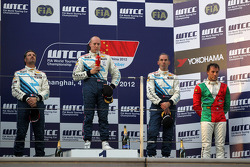 1st position Robert Huff, Chevrolet Cruze 1.6T, Chevrolet, 2nd position Yvan Muller, Chevrolet Cruze