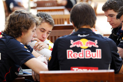 Robin Frijns, Red Bull Racing Test Driver with his engineers