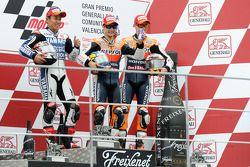 Podium: ganador, Dani Pedrosa, Repsol Honda Team, segundo, Katsuyuki Nakasuga, Yamaha Factory Racing