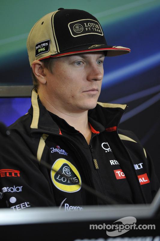 """Em 2012, questionado sobre um erro, Raikkonen brilhou. Repórter: """"Kimi, o que aconteceu?"""". Kimi: """"Eu rodei"""". Repórter: """"Foi uma corrida desastrosa para você e para os outros..."""". Kimi: """"Não me importo com o que aconteceu aos outros""""."""
