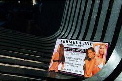 Showgirls verwelkomen F1 fans in Austin