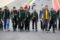 Vitaly Petrov, Caterham en Heikki Kovalainen, Caterham op circuit