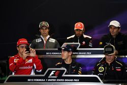 FIA persconferentie; Lewis Hamilton, McLaren; Pedro De La Rosa, HRT Formula 1 Team; Fernando Alonso, Ferrari; Sebastian Vettel, Red Bull Racing; Kimi Raikkonen, Lotus F1 Team