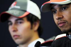 Sergio Pérez, Sauber y Lewis Hamilton, McLaren en la conferencia de prensa de la FIA