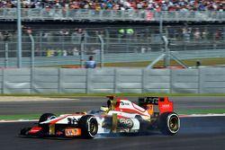 Pedro De La Rosa, HRT Formula 1 Team blokkeert tijdens het remmen
