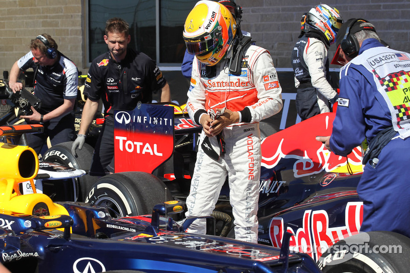 Lewis Hamilton, McLaren Mercedes looking at the car of Sebastian Vettel, Red Bull Racing