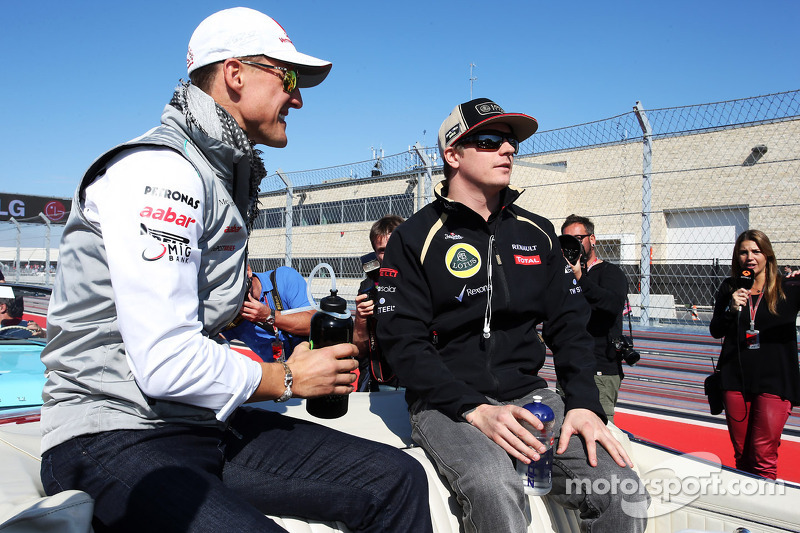 Michael Schumacher, Mercedes AMG F1 y Kimi Raikkonen, Lotus F1 Team en el desfile de pilotos