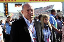 Ron Dennis, McLaren Executive Chairman op de grid