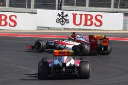 Pedro De La Rosa, HRT Formula 1 Team F112 y Narain Karthikeyan, HRT Formula One Team HRT F112