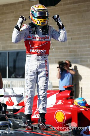 Race winnaar Lewis Hamilton, McLaren celebrates in parc ferme