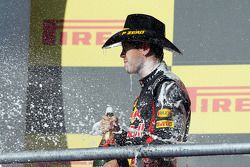 Sebastian Vettel, Red Bull Racing viert tweede plaats op het podium