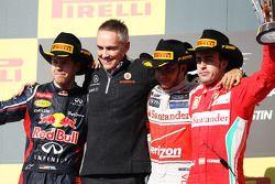Het podium: Sebastian Vettel, Red Bull Racing, tweede; Martin Whitmarsh, McLaren Chief Executive Off
