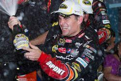 Victory-Lane: Rennsieger Jeff Gordon, Hendrick Motorsports Chevrolet, bei Feiern