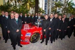 NASCAR Nationwide Series kampioen Ricky Stenhouse Jr., Roush-Fenway Ford met team