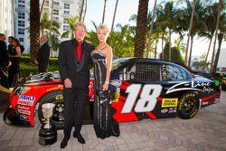 Z-Line Designs President en CEO Jim Sexton met vrouw