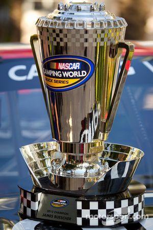 NASCAR Camping World Truck Series trofee voor James Buescher, Turner Motorsports