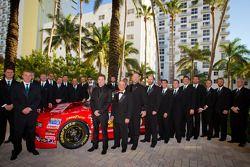 NASCAR Nationwide Series kampioen Ricky Stenhouse Jr., Roush-Fenway Ford met Jack Roush en team