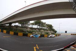 Pepe Oriola, SEAT Leon WTCC, Tuenti Racing Team en Tiago Monteiro, Honda Civic Super 2000 TC, Honda