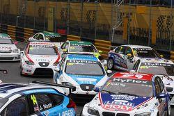 Pepe Oriola, SEAT Leon WTCC, Tuenti Racing Team en Charles Ng, BMW 320 TC, Liqui Moly Team Engstler
