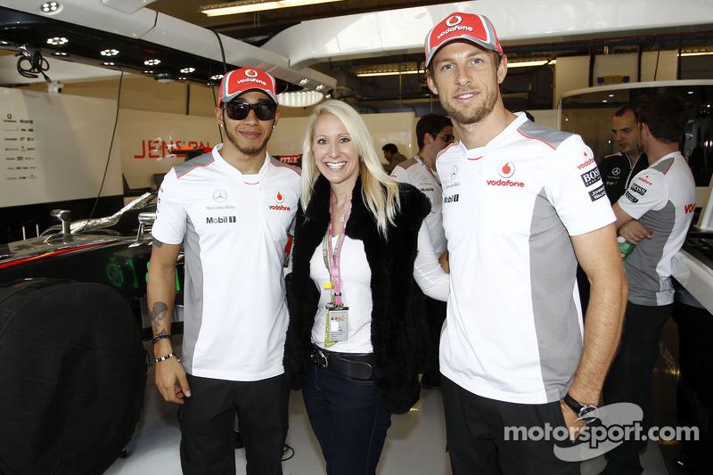 Laurie Krohn avec Lewis Hamilton et Jenson Button, McLaren Mercedes